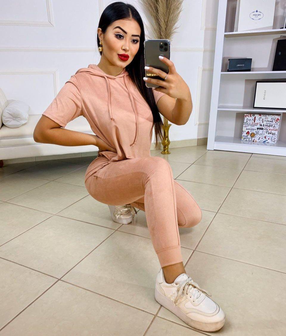 Conjunto sued Isadora – Blusa com capuz e calça rose – 210030