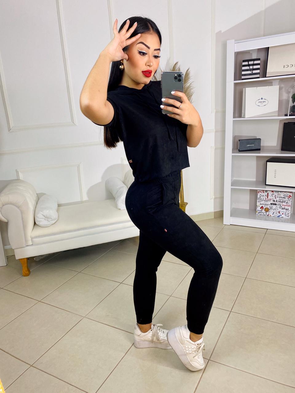 Conjunto sued Isadora – Blusa com capuz e calça preto – 210030